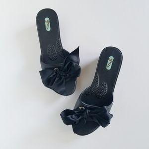 Oka Bee Black Bow Sandals sz M